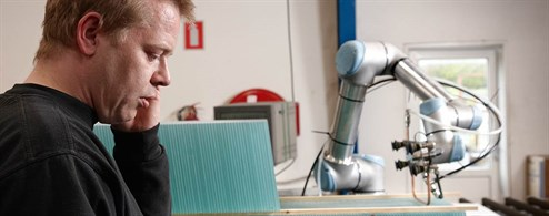 gern-glas-and-collaborative-robots_494x195.jpg